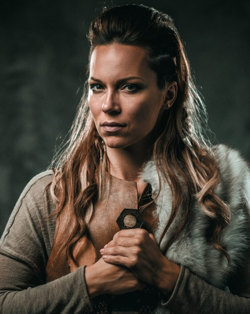https://www.yeti-gullegem.be/wp-content/uploads/2019/04/viking-woman-with-cold-weapon-in-a-traditional-PZXR2LU-1-e1555344362416.jpg